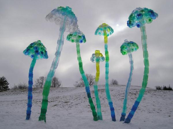 Veronika-Richterova-PET-Bottle-Sculptures-4-mushrooms