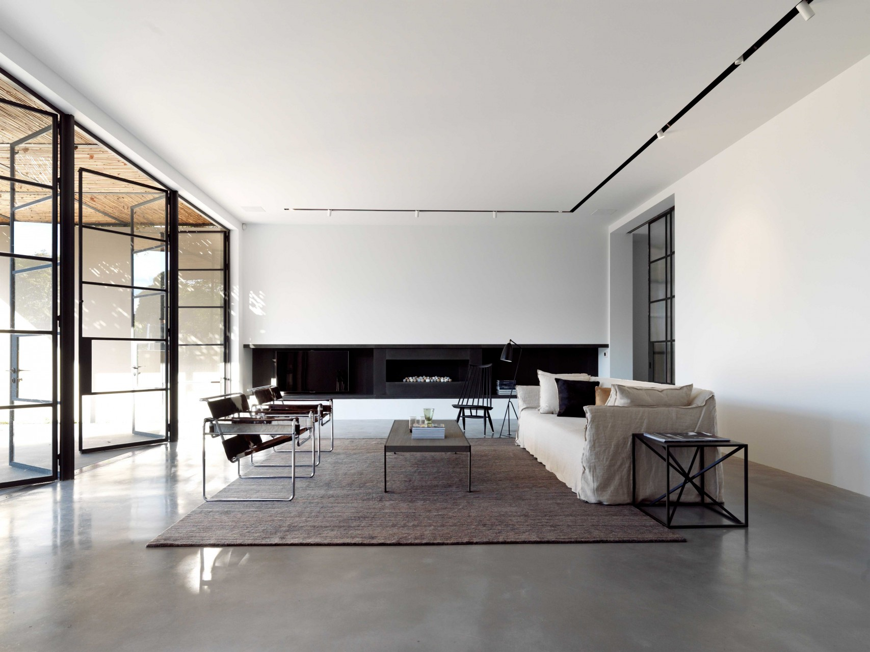 House T. by Luigi Rosselli Architects