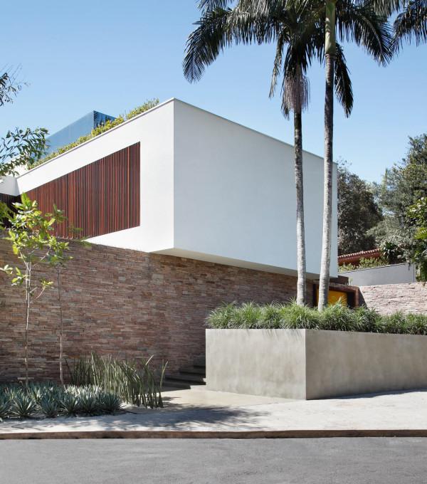 AH-House-Studio-Guilherme-Torres-2
