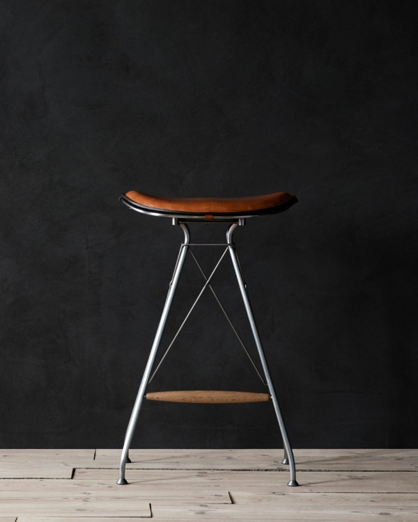 Overgaard_Dyrman_Wire_Bar_Stool_Low_SemiSatinChromeSteel_WhiskeyYellowstoneLeather2