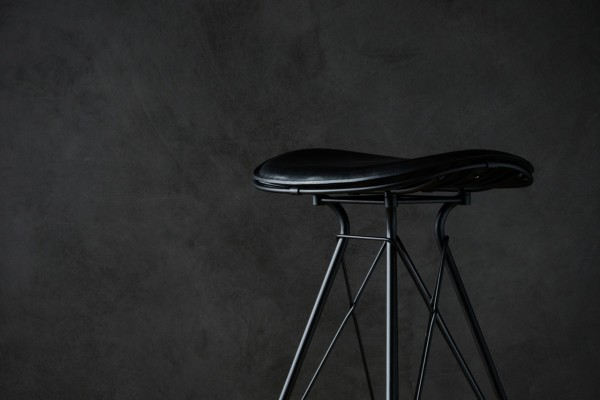 Overgaard_Dyrman_Wire_Bar_Stool_MatBlackSteel_BlackEleganceLeather3