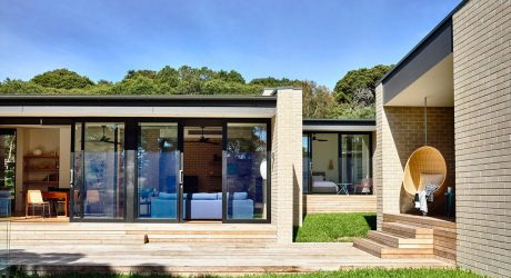 A Coastal Holiday House by InForm