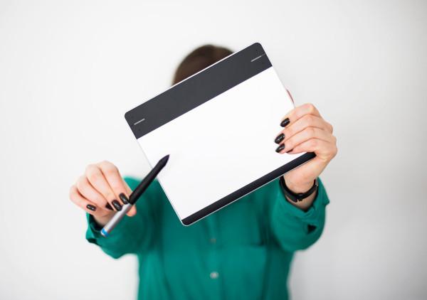 Where-I-Work-Nina-Bruun-Muuto-8-tablet