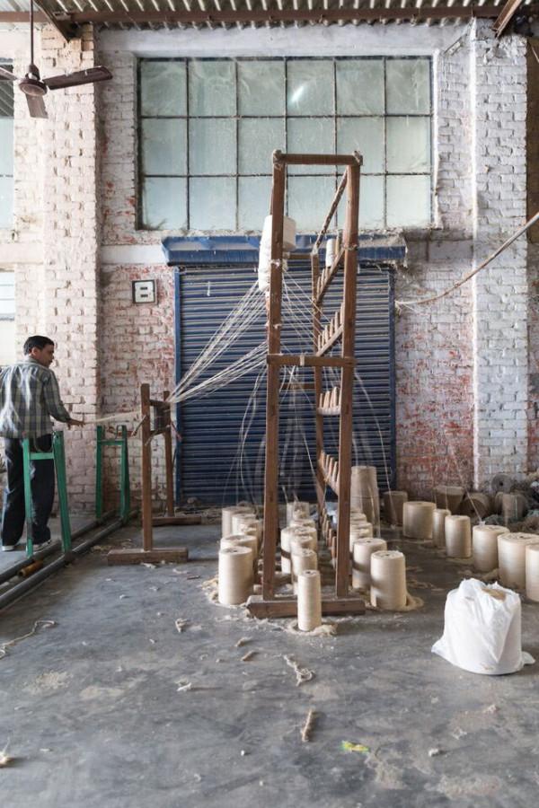 1-hand-spinning-yarn-1