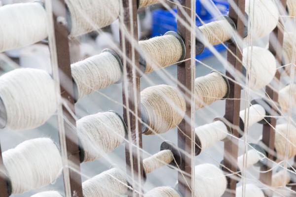 1-hand-spinning-yarn-2