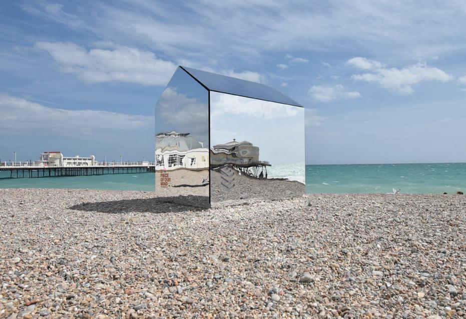 Mirrored beach hut ece architecture 3 design milk for Beach hut plans