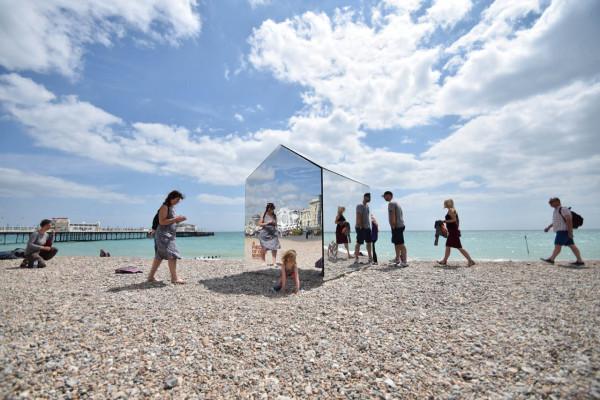 Mirrored-Beach-Hut-ECE-Architecture-4
