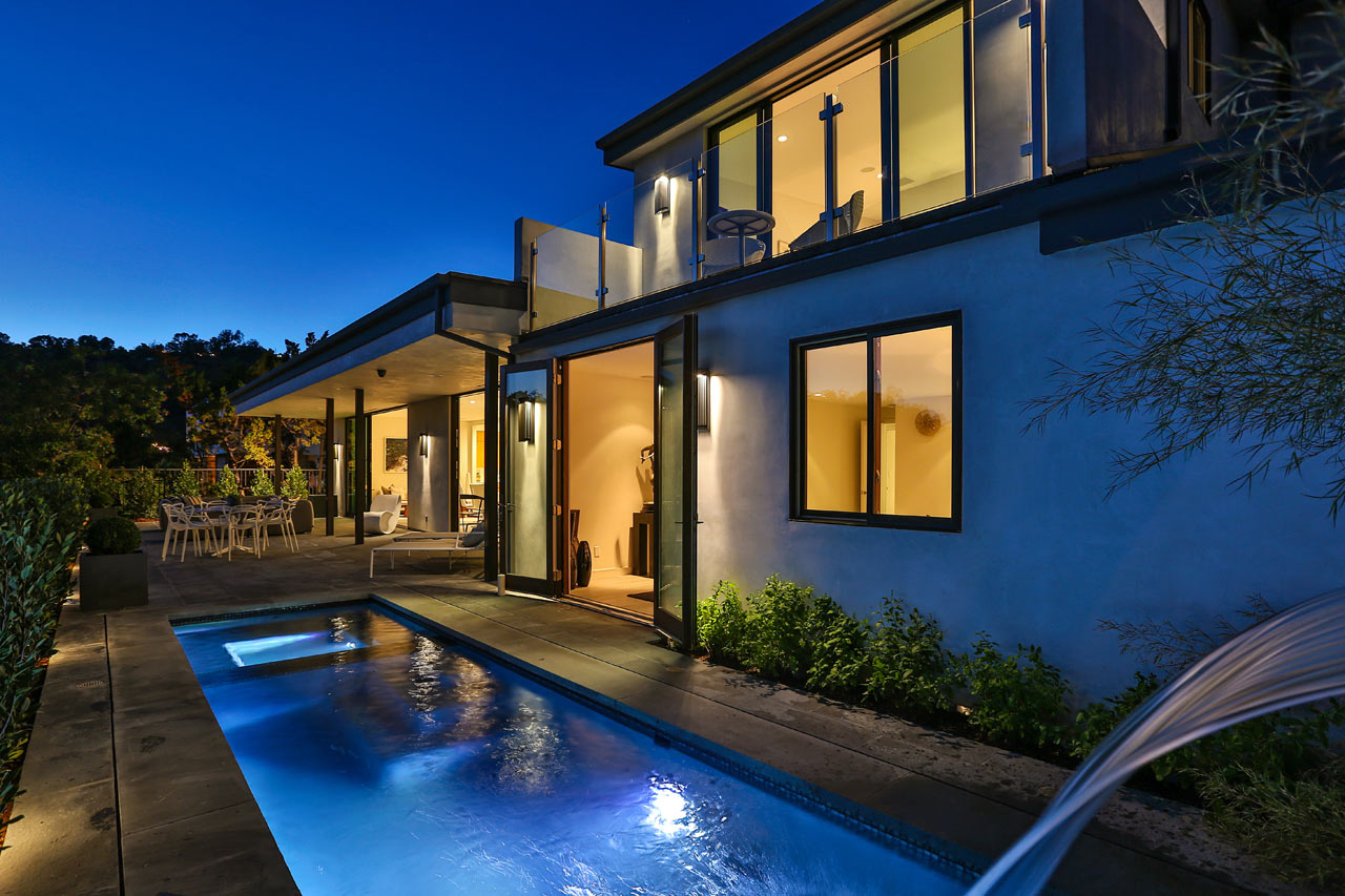 A 1970's Mt. Olympus House Transformed in the Center of LA