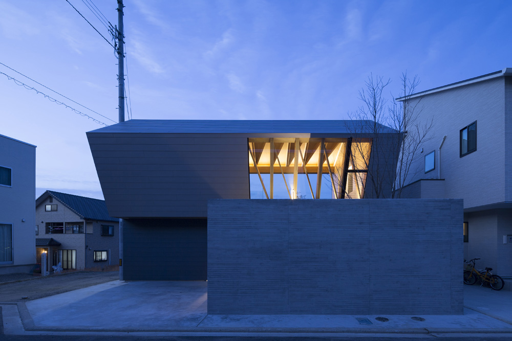 Wrap House by APOLLO Architects & Associates
