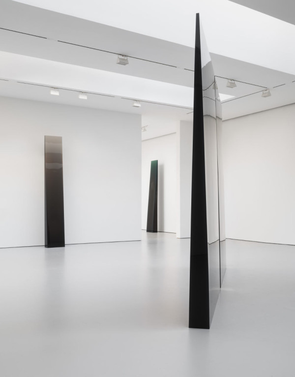 Installation view, De Wain Valentine: Works from the 1960s and 1970s, David Zwirner Gallery, New York, 2015.