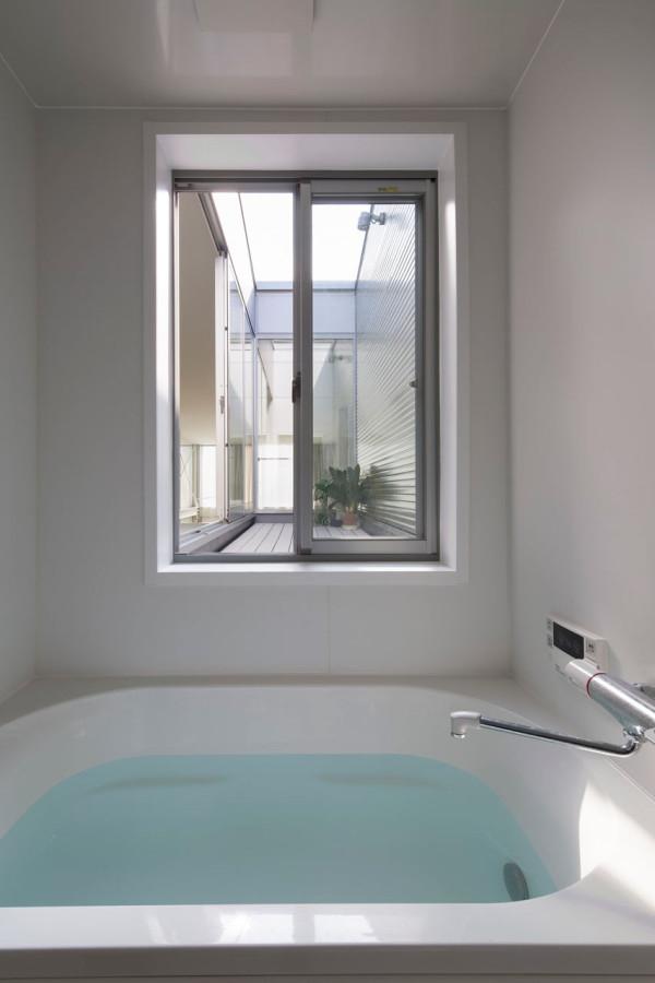 Kakko-House-Yoshihiro-Yamamoto-YYAA-15-bath