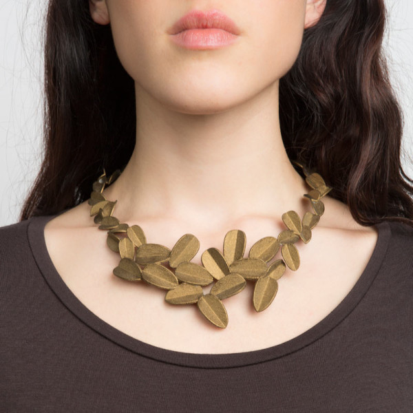 Maison203-leaves-necklace-gold-model