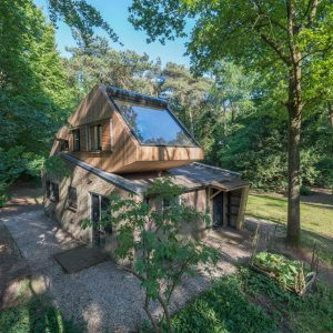 Holiday House Reno in the Forest Creates Treehouse-Style Living