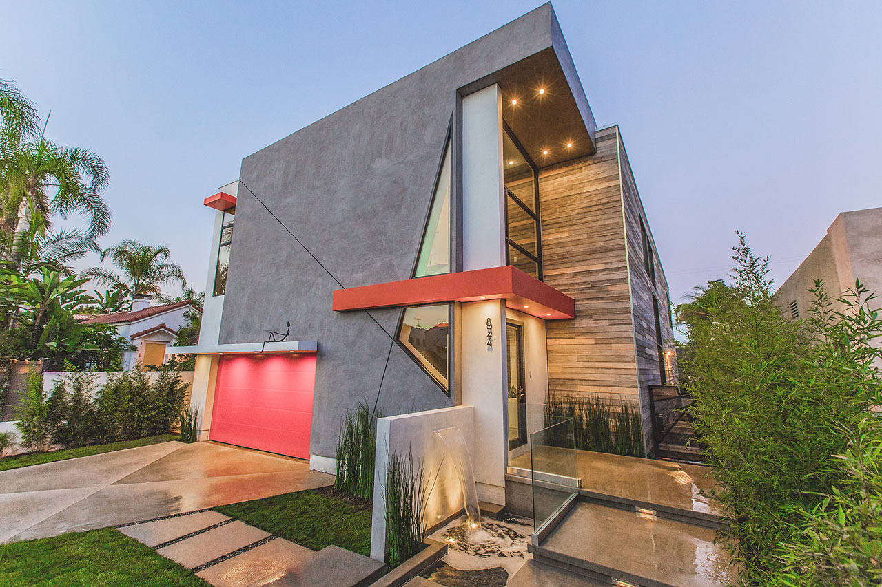 A Hollywood Home with an Atypical Facade