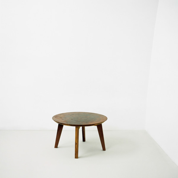 Round metal table 1