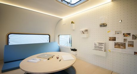 A Compact Mobile Office on Wheels