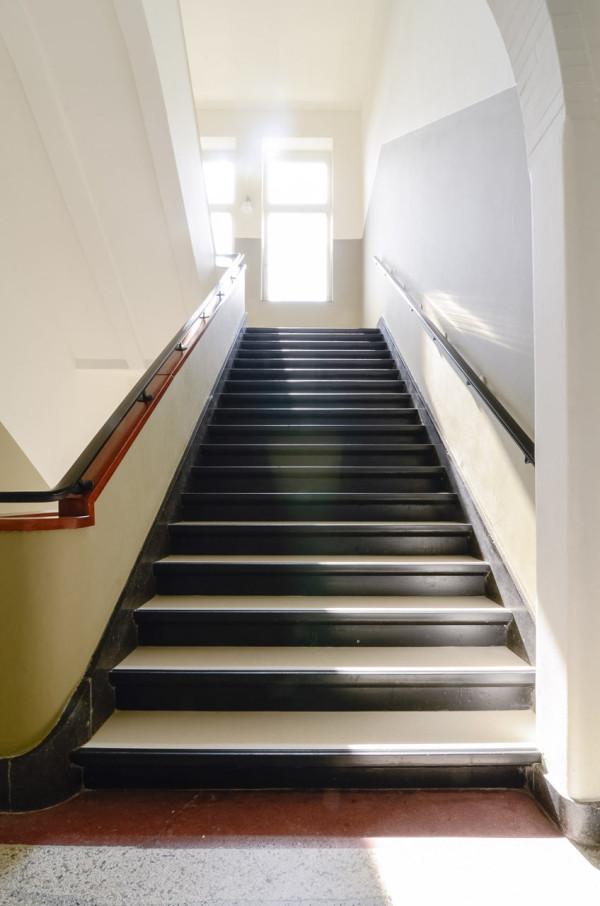 OnsDorp-StandardStudio-former-school-apartment-17