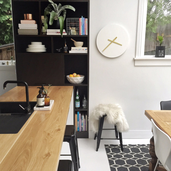 Piper-Clock-in-Talia's-Kitchen