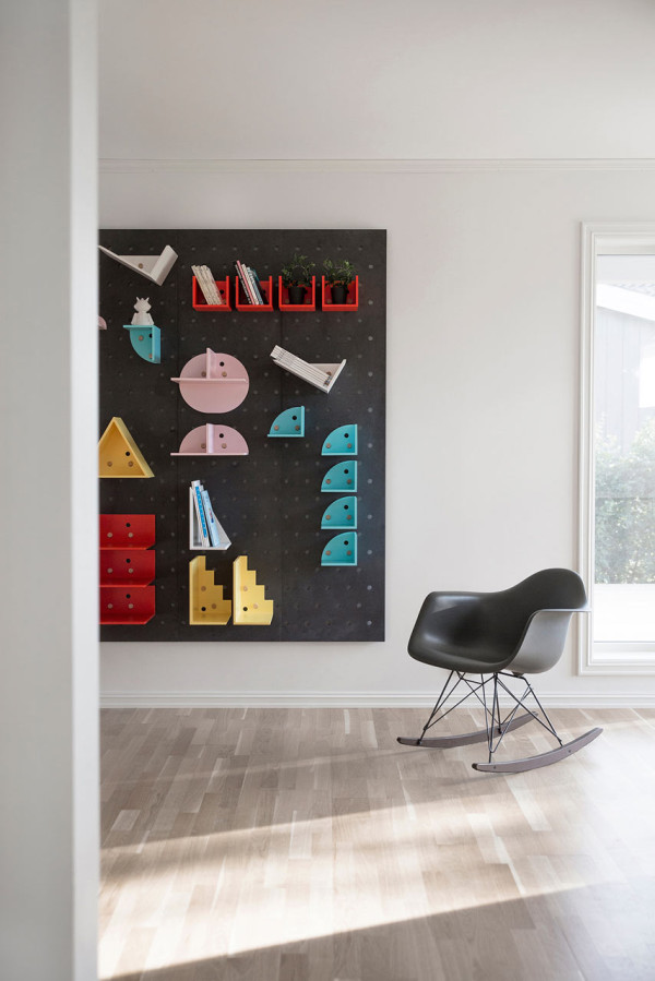 Plakativ-wall-shelf-Christoffer-Aadalen-11