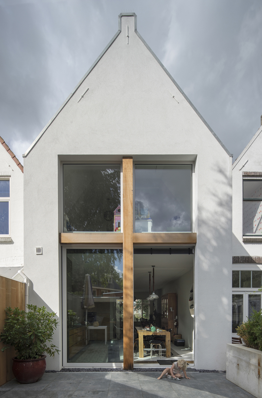 A modern extension on a row house from 1900 design milk for Modern row house plans