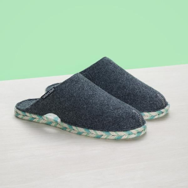 GiftGuide2015-Her-12-Umbra-shift-slippers