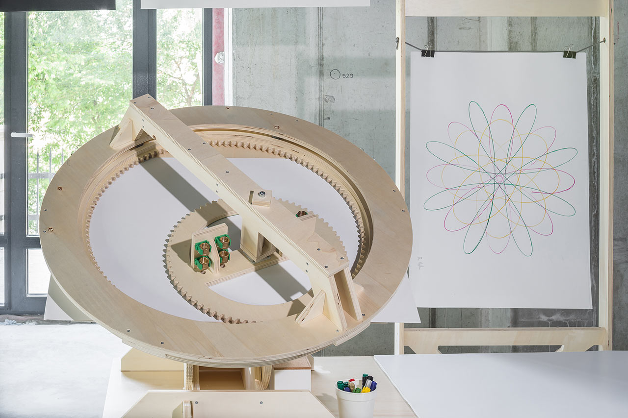 "Interactive Installation that Lets Visitors Create a ""Graphic Salad"""