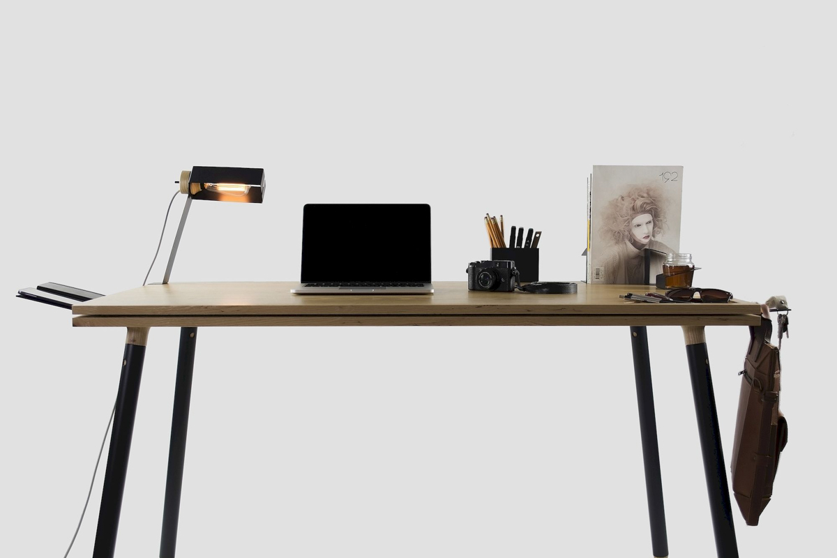 Tenderete: A Desk Connected Without Nails