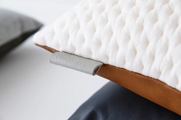 ni.ni.-creative-8-detail-kumo-tawny-square-cushion