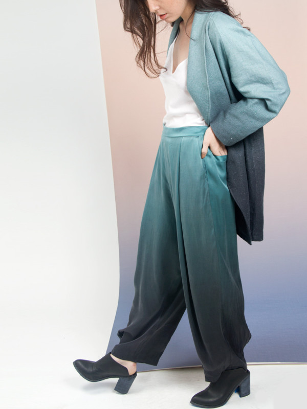 aurora-silk-relaxed-pant-calico-print-all-over-me-01