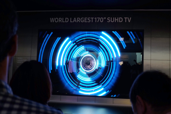 01-Samsung_170in-SUHD