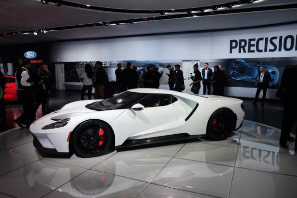 2016NAIAS-2017FordGT-Supercar-2