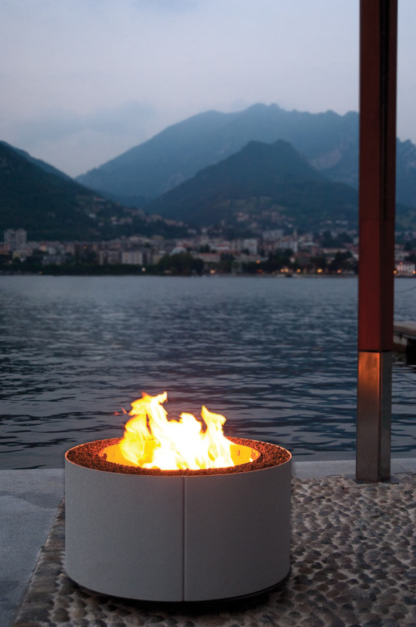 Ak47-Outdoor-Fire-Pit-9-mangiafuoco_white