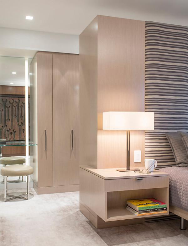 A PostWar Manhattan Apartment Gets a Contemporary Renovation