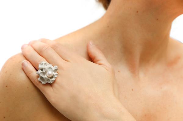 Constance-Guisset-Illusions-Jewelry-12-NEBULA