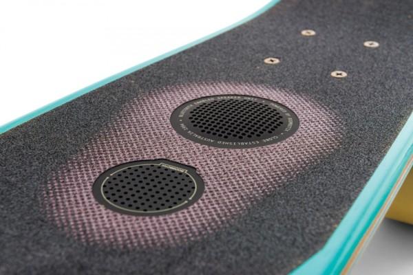 Globe-speakerboard-skateboard-detail