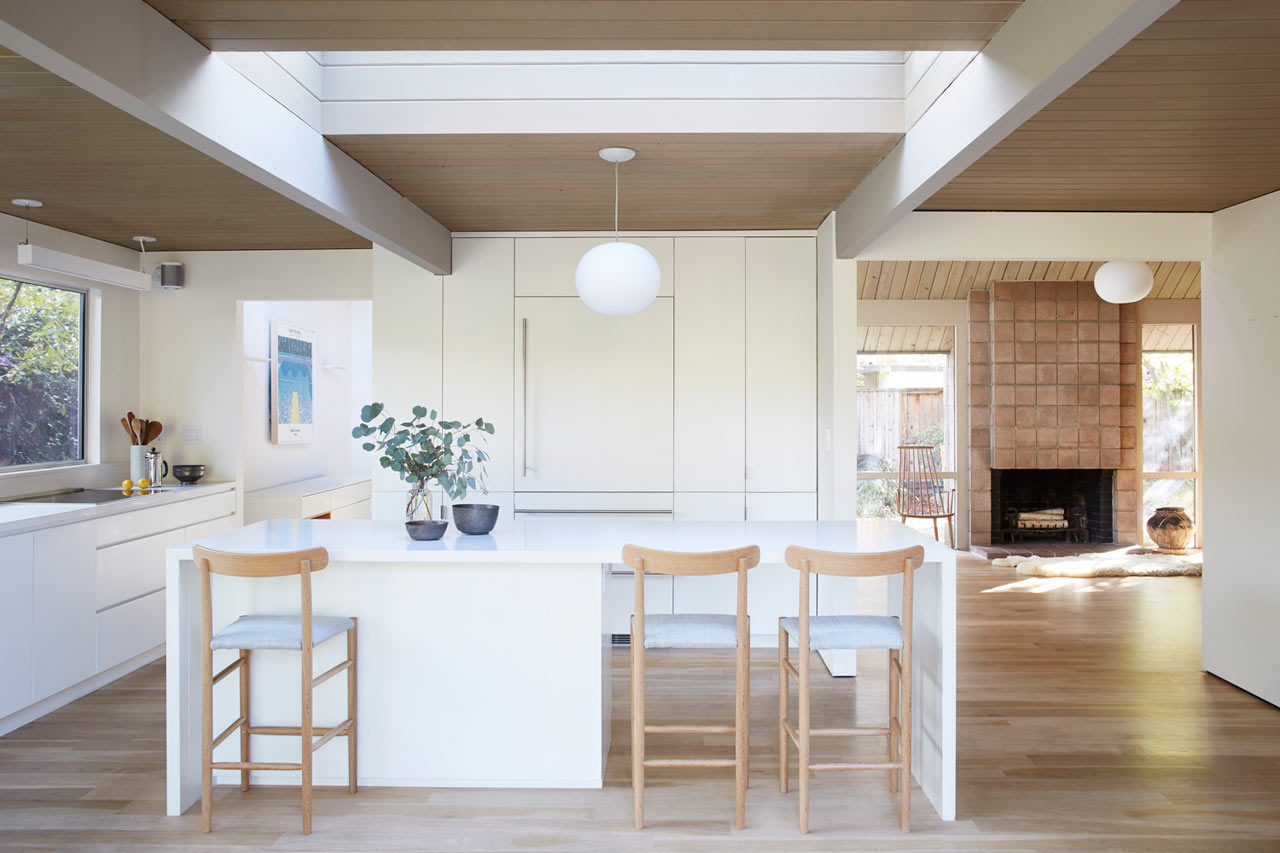 A 1973 eichler home gets a modern renovation design milk for Eichler designs