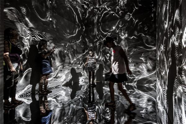 Refik-Anadol-Infinity Room-07