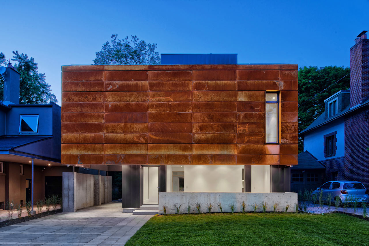 A house in toronto wrapped in corten steel design milk for Mini maison moderne
