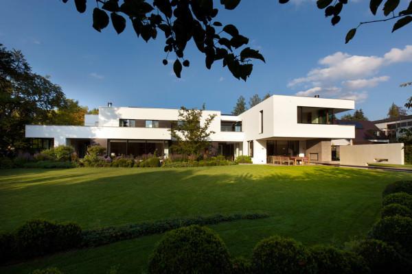 a classic bauhaus villa in munich design milk. Black Bedroom Furniture Sets. Home Design Ideas