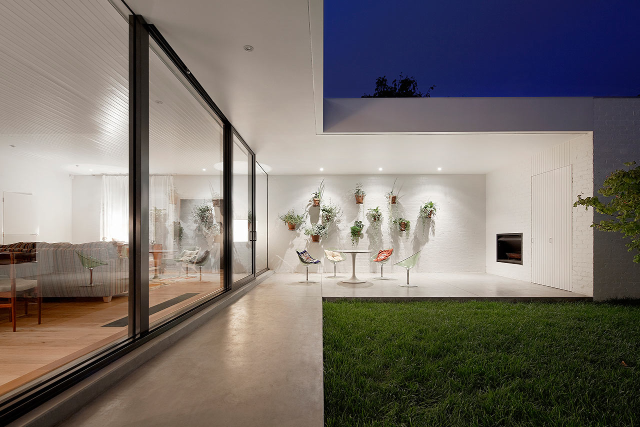 Elements Of Design Vertical Line Being Used In A Room