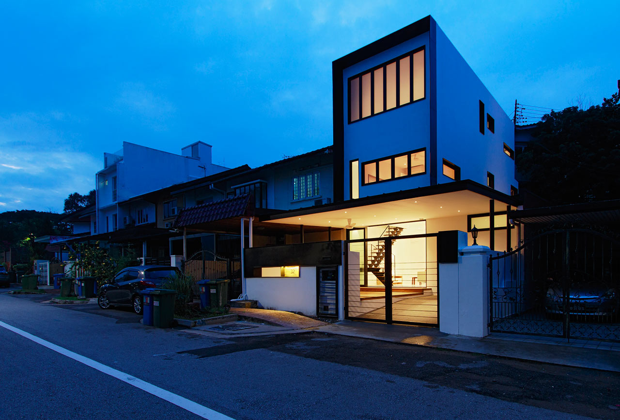 A Dark, 50-Year Old House is Transformed in Singapore ...
