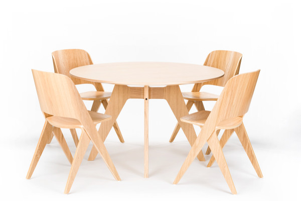 Lavitta_round_table_chairs