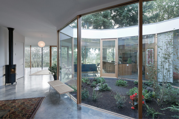 glass house interior design. Photo by Iwan Baan 10 Modern Houses with Interior Courtyards  Design Milk