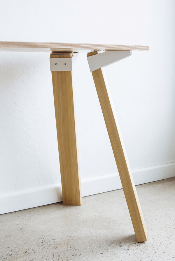 Simple versatile bracket system to build tables design for Table leg designs
