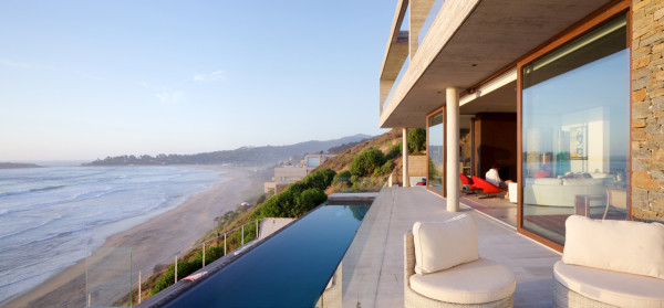 A Hillside Beach Retreat on the Coast of Chile