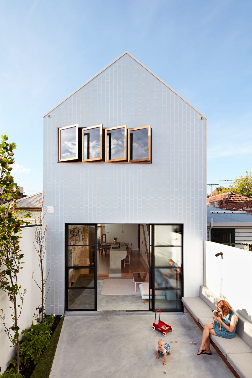 A Major Renovation For A House On A Narrow Lot ...