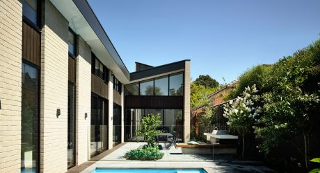A Modern House in Australia With A Central Courtyard