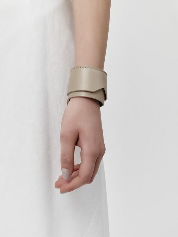lie_bracelet_woman