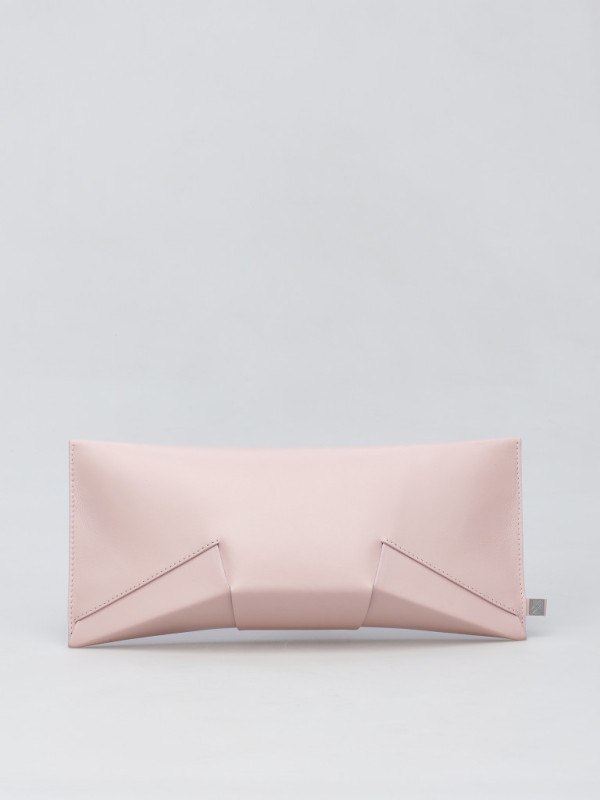 lie_clutch_softpink-768x1024