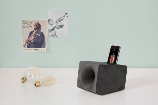 A Wooden Speaker that Mimics the Sound of Vinyl